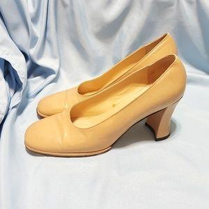 Vintage Vaneli Nude Heel Size 7.5